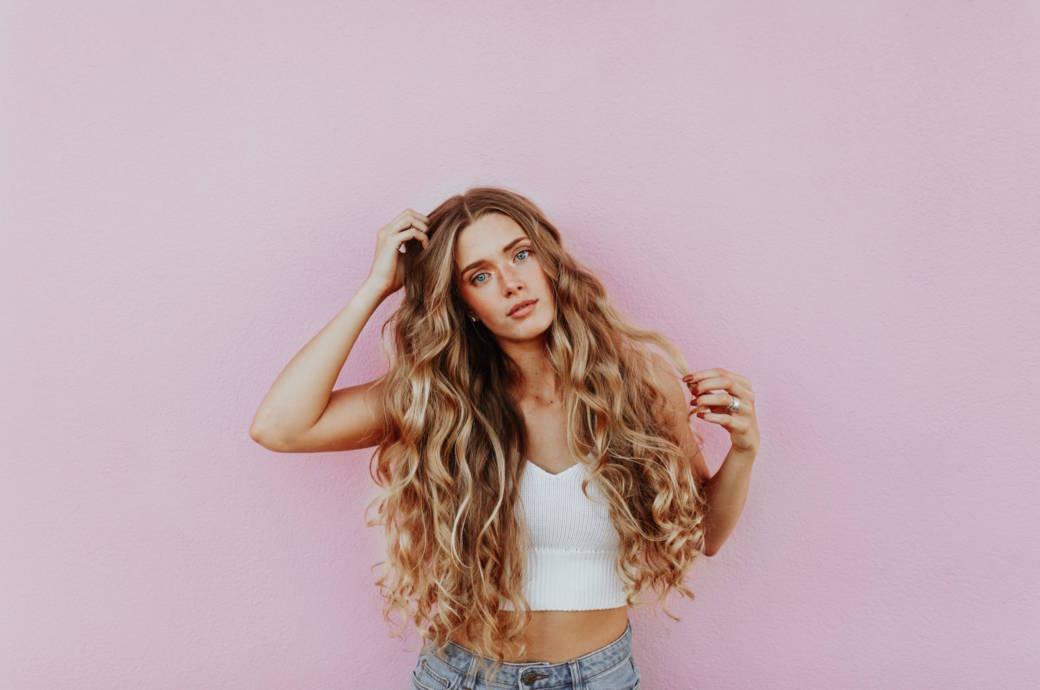 Chica con cabello hermoso