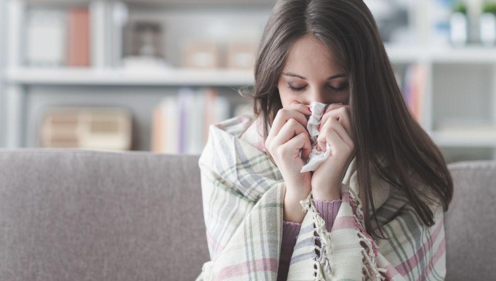 chica con gripe - Lo que debes saber de la gripe