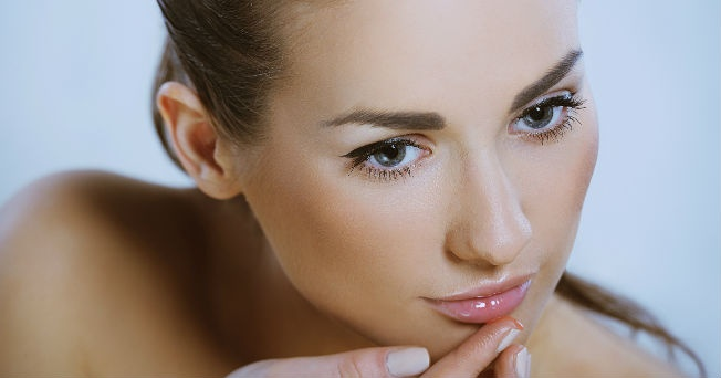 Chica con maquillaje natural