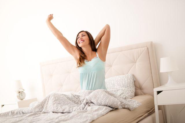 mujer despertando.temprano - Arréglate si estás en Home Office