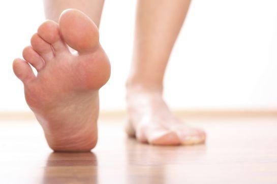 pies descalzos - Cuida una persona con diabetes