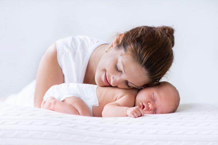 mama con su recien nacido - 5 consejos para nuevas mamás