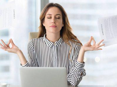 Mujer con estrés diario