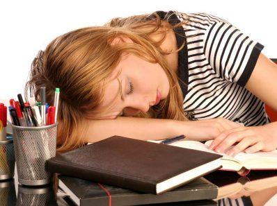 Mujer con somnolencia
