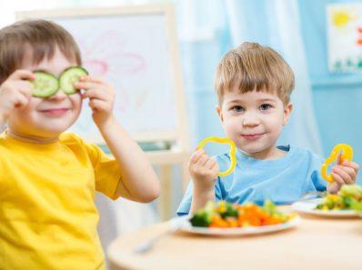 ba20c4cda58ea7d2 shutterstock 242478283 398x297 - Alimentos saludables para los niños