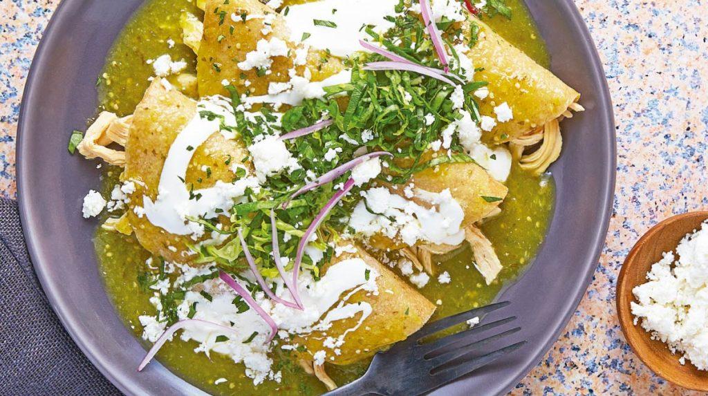 enchiladas verdes con cebolla 1024x573 - Las enchiladas, lo mejor de México